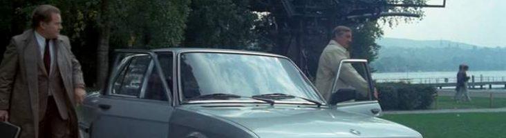 """БМВ - кадр из фильма """"Шпион, встань"""""""