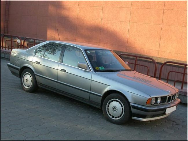 BMW 5-й серии E34 - вид сбоку