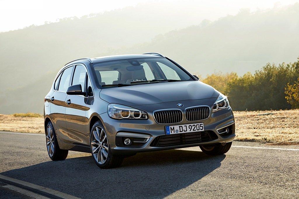 BMW 2-й серии Active Tourer на дороге