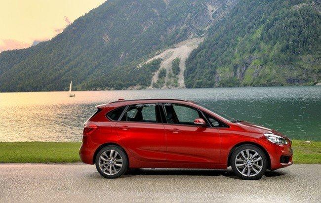 BMW 2-й серии в красном кузове