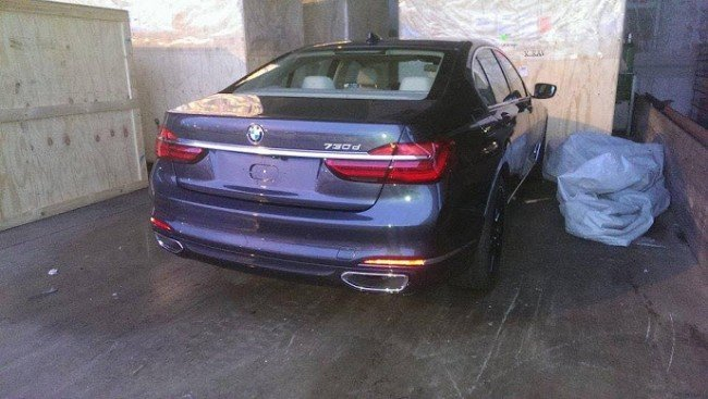 Вид сзади BMW 7-Series