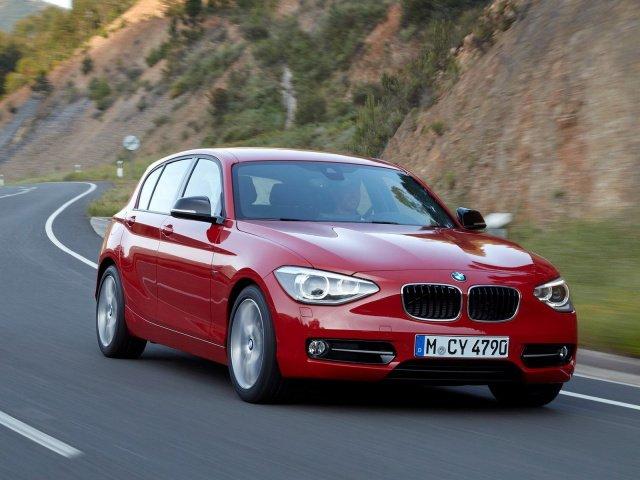 BMW 1 серии красный