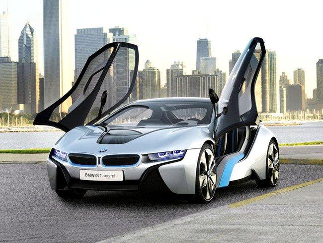 В Риге заметили BMW i8