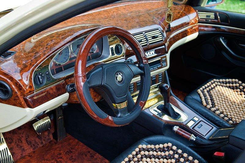 Варианты тюнинга салона BMW e34 своими руками