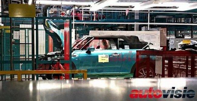 MINI Cooper Cabrio заметили на конвейере