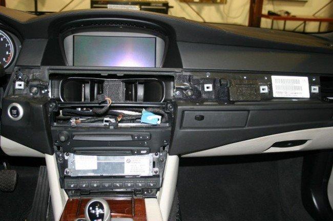 Демонтаж панели BMW E60