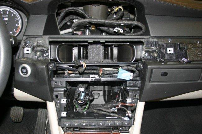 Демонтированная навигационная система iDrive