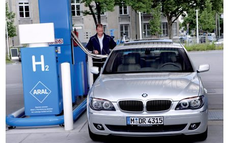 BMW сделает автомобиль, работающий на водороде