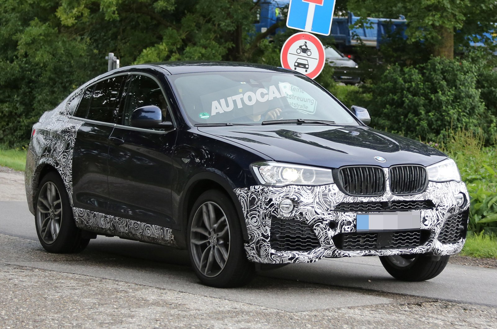 BMW X4 M40i покажут в Детройте