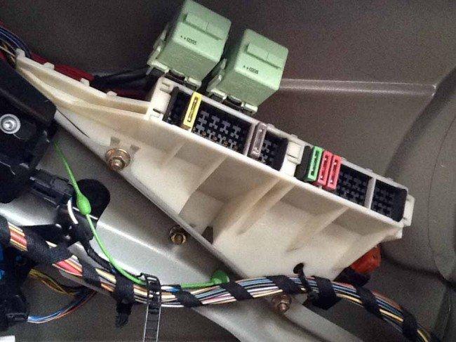 Колодка блока предохранителей BMWE39