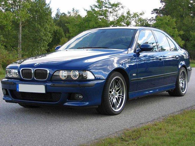 BMW Е39 на дороге