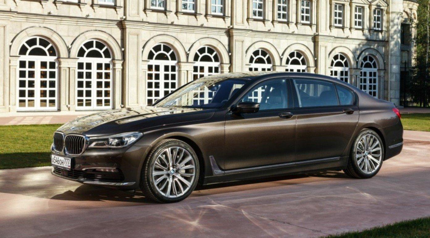 В России появились новые версии BMW 7 серии