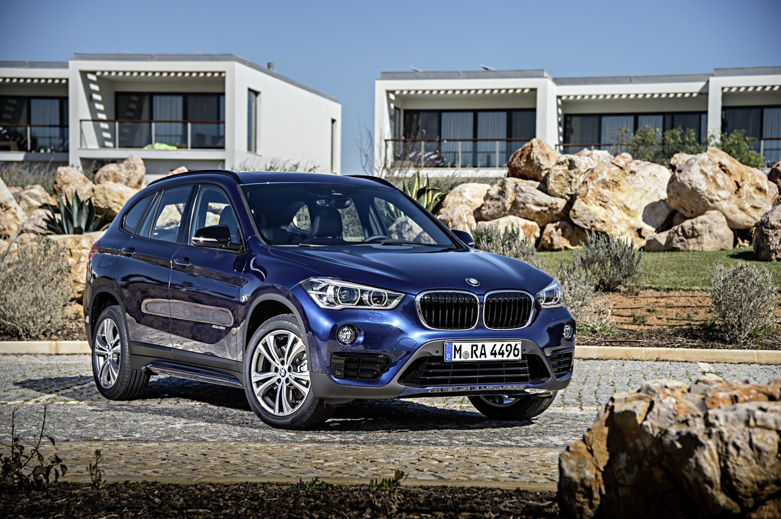 BMW запустит продажи удлинённого X1 в Европе