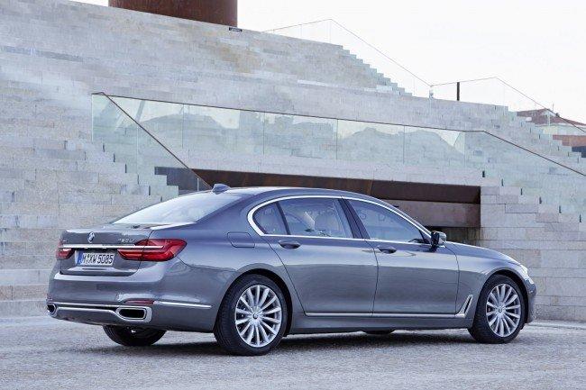 BMW 7, вид сбоку
