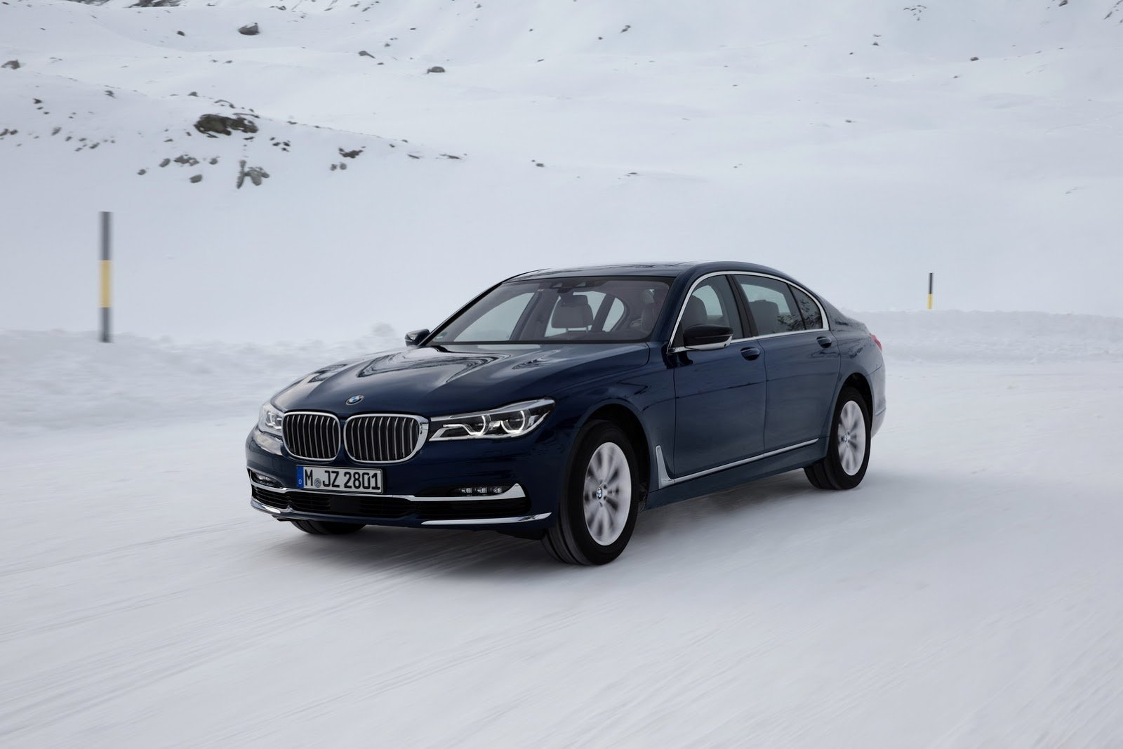 BMW представил юбилейную версию седана 7 Series