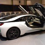 BMW i8 от Abu Dhabi Motors, вид сбоку