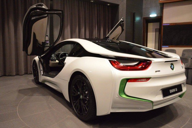 BMW i8 от Abu Dhabi Motors, вид сзади