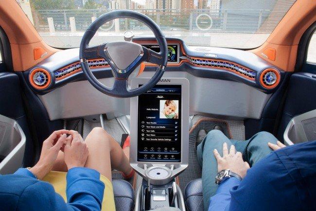 BMW с автономным управлением, в салоне