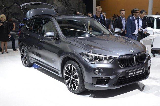 BMW X1 серебристого цвета
