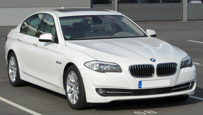 BMW X5 белого цвета