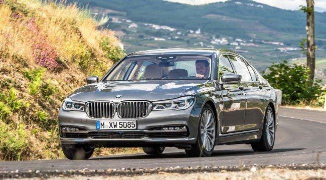 BMW X7 серебристого цвета