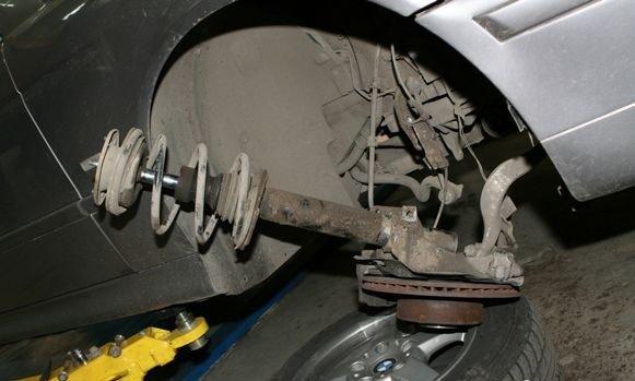Замена передних пружин и амортизационных стоек на БМВ Е 39